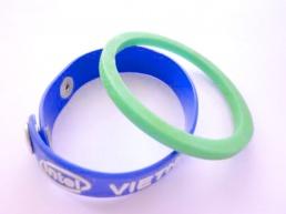 Vong-Đeo-Tay-nhựa-PVC-21